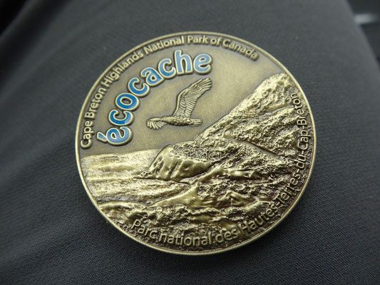 Wer die Geocaching-Challenge bewältigt, erhält die offizielle Geocoin des Cape Breton Highlands National Parks.