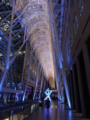 Adventszeit in Toronto: Lichteffekte im Brookfield Place.