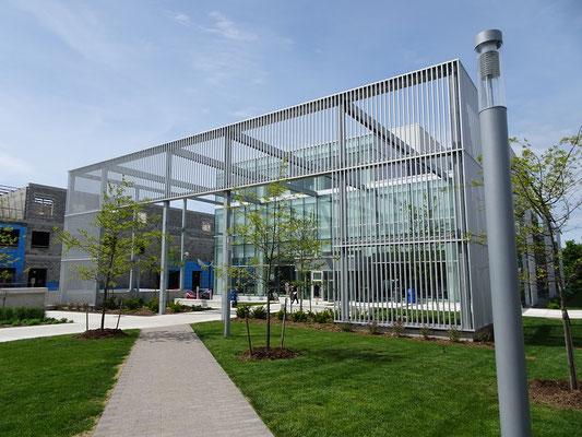 Aussenansicht des Welcome Centres für Studenten und Besucher des Humber College Lakeshore Campus.
