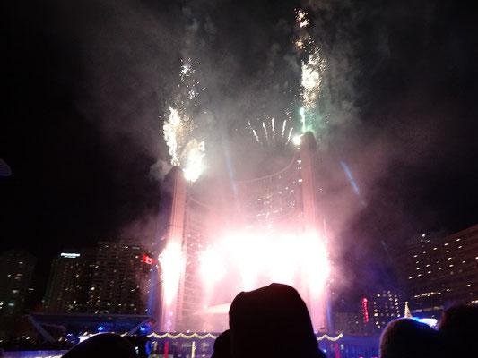 Cavalcade of Lights in Toronto: Feuerwerk vor dem Rathaus.