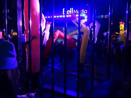 Nuit Blanche 2015 in Toronto: Installation mit tanzenden Luftschläuchen.