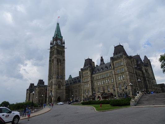 Urlaub in Ottawa: Blick auf das Parlamentsgebäude und den Peace Tower.