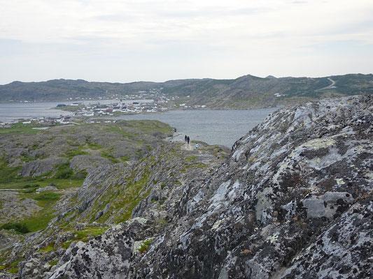 Aufstieg zum Brimstone Head auf Fogo Island: Blick zurück Richtung Fogo.