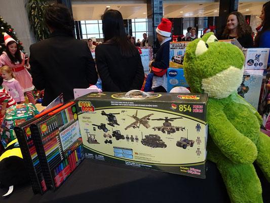 Weihnachten in Toronto: Unverhoffte Vielfalt bei der Spielzeug-Sammlung auf der Arbeit.