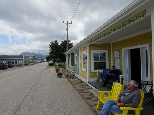 "Blick auf ""Downtown"" Woody Point in der Trout River Region des Gros Morne National Park."