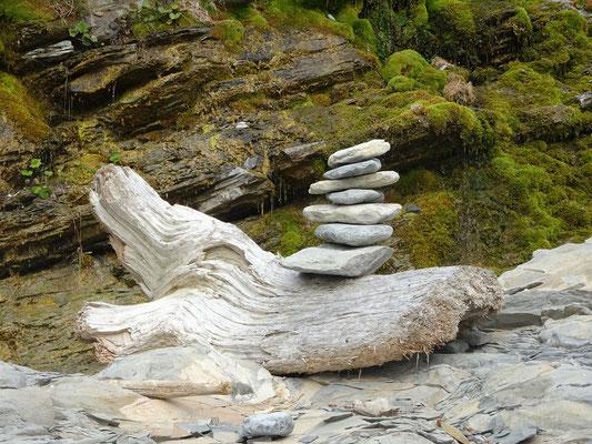 Urlaub in Quebec: Kleiner Steinhaufen am Cap-Bon-Ami auf der Ostseite des Forillon Nationalparks.