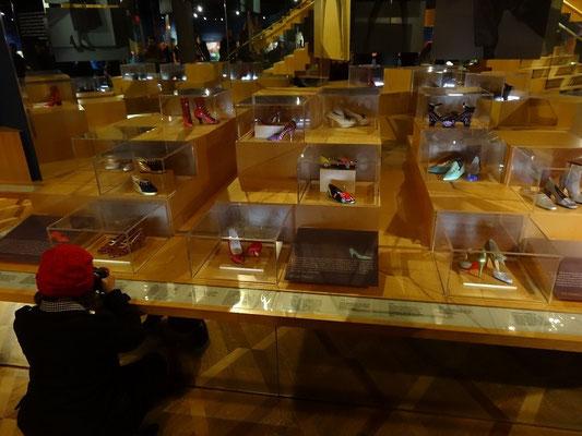 Interessante Exponate im Schuh-Museum bei der Nuit Blanche 2015 in Toronto.