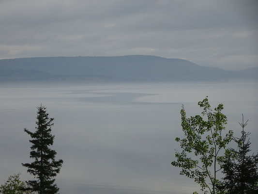 Urlaub in Quebec: Morgennebel nahe Pointe-a-la-Garde.