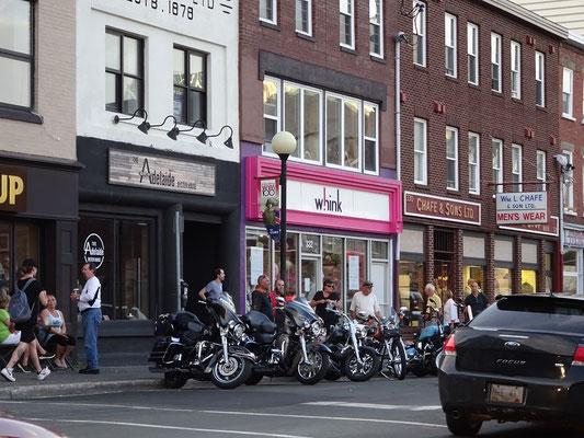 Urlaub in Neufundland: Motorräder in der Innenstadt von St. John's.