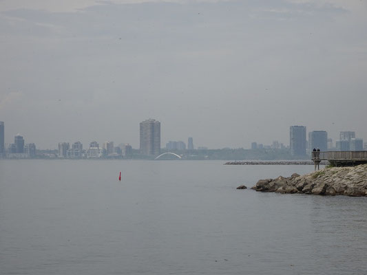Spaziergang am Ontario Place: Blick Richtung Westen über den Lake Ontario.