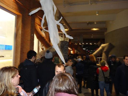 Nuit Blanche 2015 in Toronto: Überall kippende Schornsteine bei dieser Installation eines japanischen Künstlers.