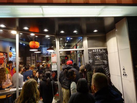 Zwischenmahlzeit bei der Nuit Blanche 2015 in Toronto.
