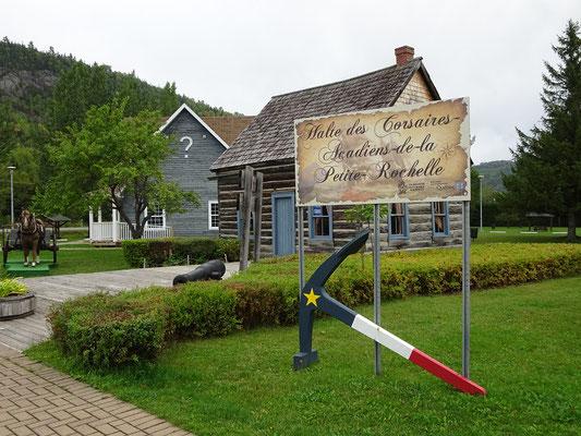 Urlaub in Quebec: Kleines Museum an der Touristeninformation von Pointe-a-la-Croix an der Grenze zu New Brunswick.