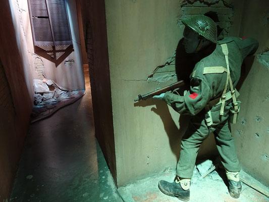 Kriegsmuseum in Ottawa: In dieser Szene aus dem Italienfeldzug 1943-45 kann der Besucher selbst herausfinden, was den kanadischen Soldaten hinter der Hausecke erwartet.
