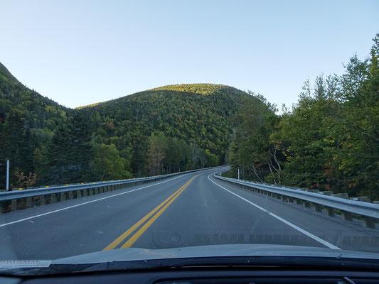 Urlaub in Quebec: Fahrt über den Hügelkamm zur Ostseite des Forillon Nationalparks.