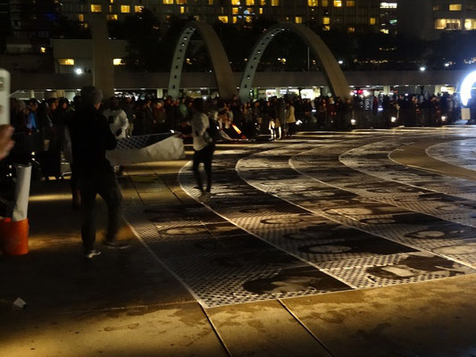 Nuit Blanche 2015 in Toronto auf dem Nathan Phillips Square.