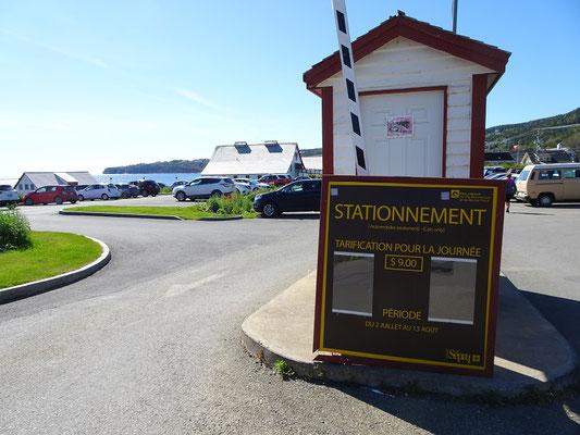 Urlaub in Quebec: Bei der Parkplatzsuche lohnt es sich, das Kleingedruckte zu lesen.  Der ausgeschriebene Preis gilt nur von Juli bis August, Parken im September ist damit gratis.
