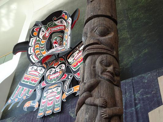 Urlaub in Ottawa: Schnitzereien in der Grand Hall des Canadian Museum of History.