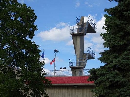 Der Olympic Pool an Torontos Woodbine Beach gruesst einen schon von weitem.