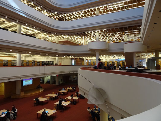 Blick in die Toronto Reference Library.