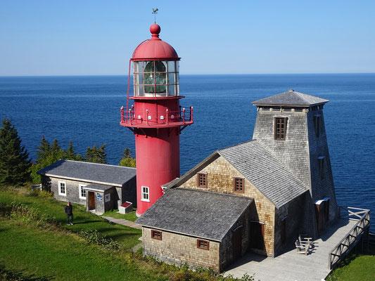 Herbsttour durch Quebec: Blick auf den historischen Leuchtturm Pointe-à-la-Renommée.