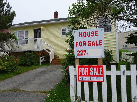 Urlaub in Neufundland: Wohnraum günstig zu verkaufen. Aber wovon will man leben?