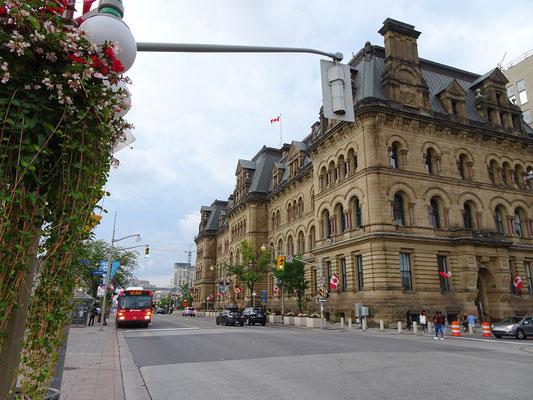 Urlaub in Ottawa: Blick auf die Wellington Street vor dem Parlament.