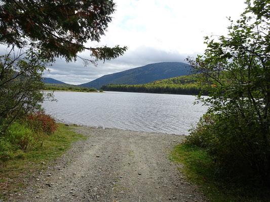 Urlaub in New Brunswick: Zufahrt zur Einsetzstelle für Kayaks und Kanus im Big Nictau Lake des Mount Carleton Provincial Park.