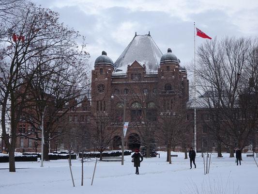 Winter in Toronto: Schnee vor dem Parlament.