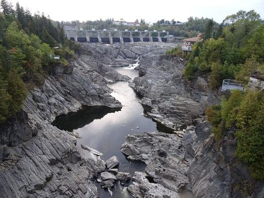 Urlaub in New Brunswick: In Grand Falls war kein Wasserfall zu beobachten. Schön anzusehen war die Szenerie trotzdem.