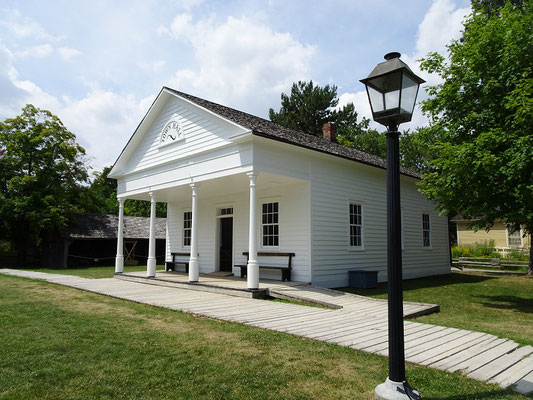 Black Creek Pioneer Village in Toronto: Blick auf die Town Hall, das Rathaus aus dem Jahre 1858.