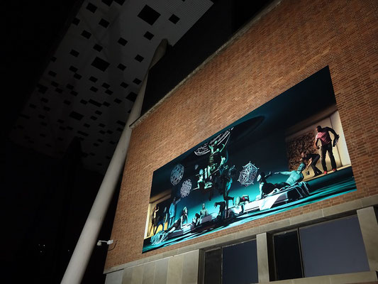 Nuit Blanche 2016 in Toronto: Exponat an der Aussenwand der Kunsthochschule OCAD.