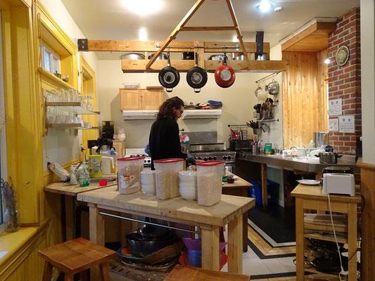 Urlaub in Quebec: Frühstück in der Gemeinschaftsküche der Jugendherberge von Riviére-du-Loup.