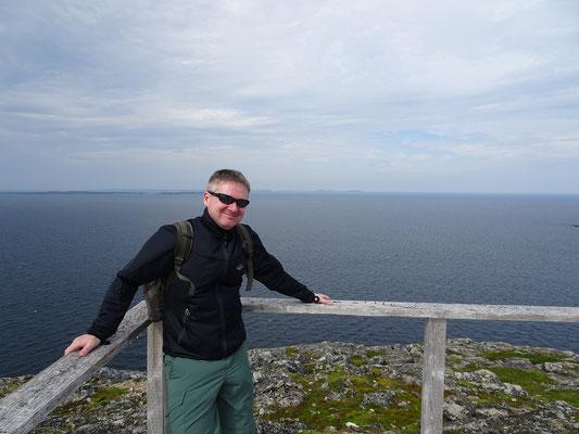 Die Frisur sitzt: Selbstbildnis auf dem Brimstone Head auf Fogo Island. Festhalten ist Pflicht, man will ja schliesslich nicht von der Erdscheibe fallen.
