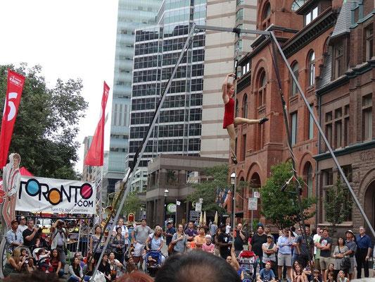 Akrobatik beim Busker Fest in Toronto.