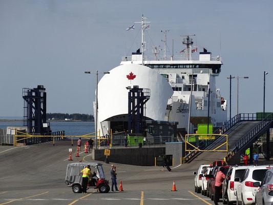 Mit der Autofähre Confederation geht es von Caribou auf Nova Scotia nach Prince Edward Island.