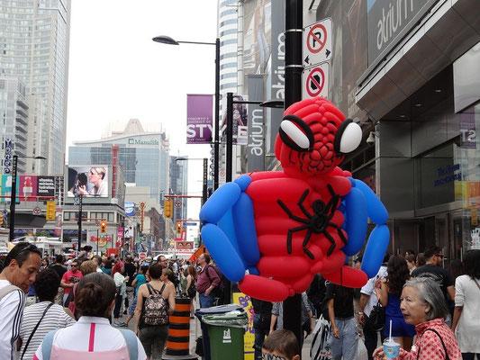 Spiderman beim Busker Fest in Toronto: Dieser Kollege kam doch recht aufgeblasen daher.
