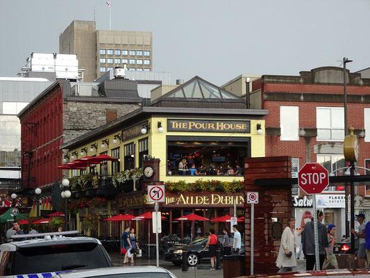 Urlaub in Ottawa: Blick auf ein Restaurant am Eingang zum ByWard Market.