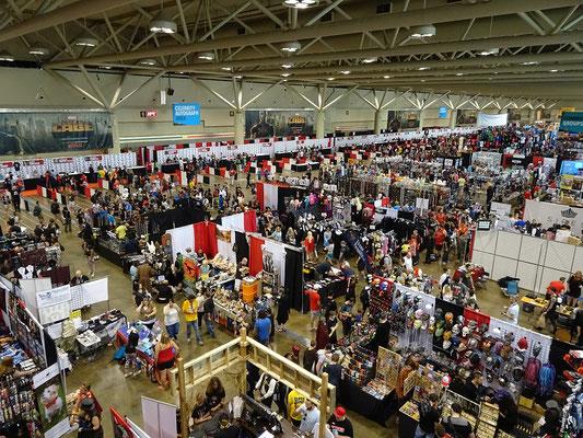 FanExpo 2016 in Toronto: Sonntag morgens füllt sich die Eingangshalle rasch.