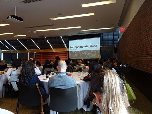 Konferenz in der Toronto Reference Library.