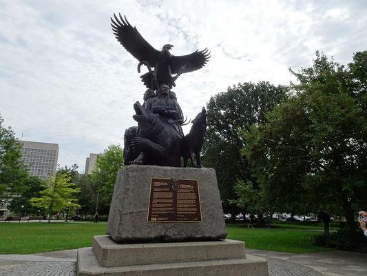 Urlaub in Ottawa: Denkmal für Ureinwohner, die in den Streitkräften gedient haben.