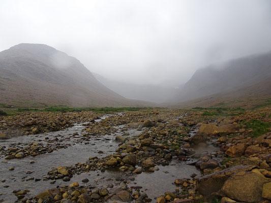 Wandern auf den Tablelands im Gros Morne Nationalpark: Regenjacke- und hose nicht vergessen!