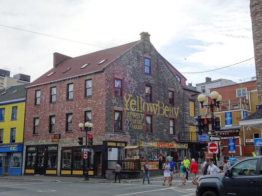 Urlaub in Neufundland: Restaurant/Bar/Kneipe - Das Yellow Belly in St. John's bietet Gastronomie vom Keller bis unter's Dach.