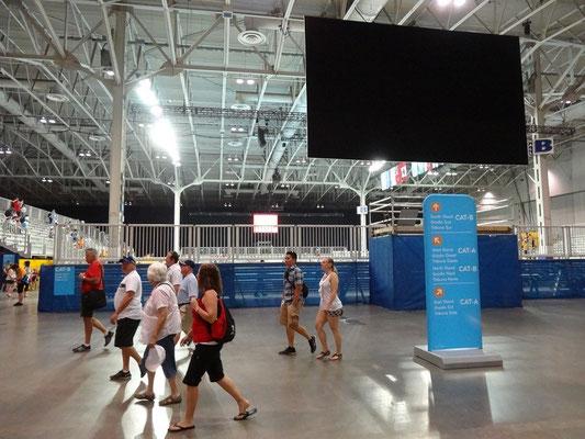 Sport gibt's auch bei den Pan Am Games in Toronto. Hier wurde eine Messehalle zum Handball-Halle umfunktioniert.