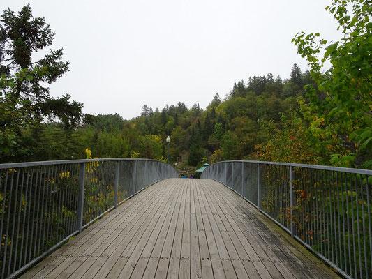 Urlaub in Quebec: Brücke im Parc des Chutes in Riviére-du-Loup.