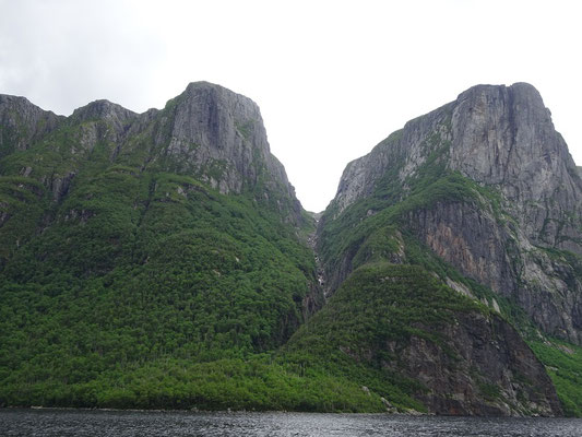 Gros Morne National Park: Caribou Pfad im Western Brook Pond.