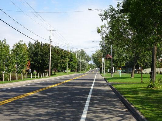 Urlaub in Quebec: Dieser Streckenabschnitt der Route 132 wirkt auch innerorts wie ein Park.