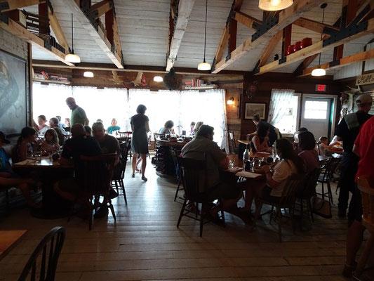 Urlaub in Neufundland: Blick in das kleine Restaurant im Mallard Cottage.