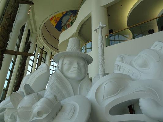 Urlaub in Ottawa: Blick auf eine tolle Skulptur in der Grand Hall des Canadian Museum of History.