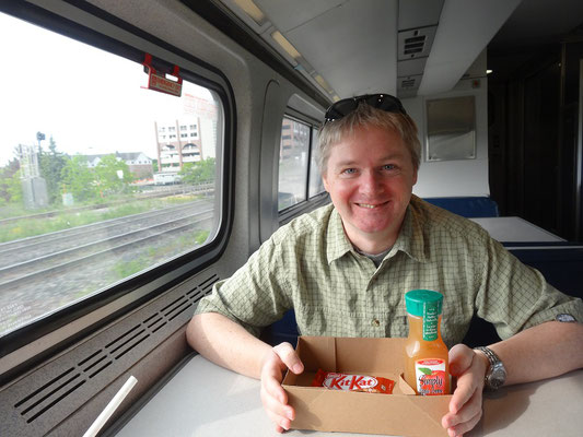 Zugfahrt nach Niagara Falls: Frühstück im Speisewagen.
